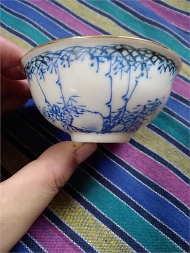 清晚期蓝料彩石竹纹小碗