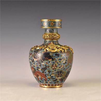 清晚  景泰款铜鎏金掐丝珐琅瑞狮戏球蟠龙瓶