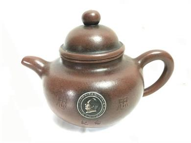 文革主席像章掇珠紫砂壶