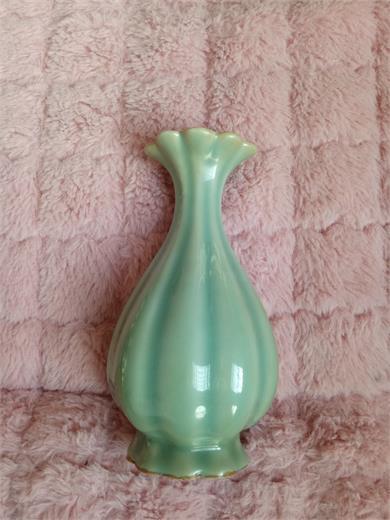 明代龙泉窑瓜棱瓶