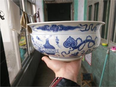 青花博古纹炉