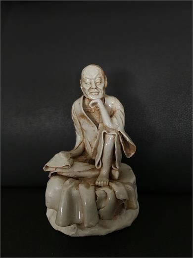 白瓷塑雕人物