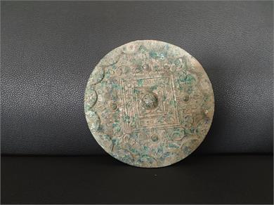 四乳钉草叶纹铭文铜镜