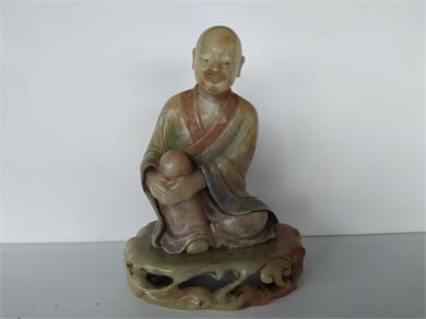清代晚期寿山石白芙蓉彩绘雕罗汉坐像摆件