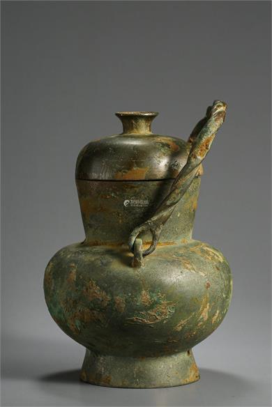 青铜提梁壶