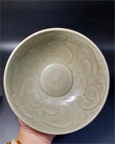 龙泉青釉刻花碗